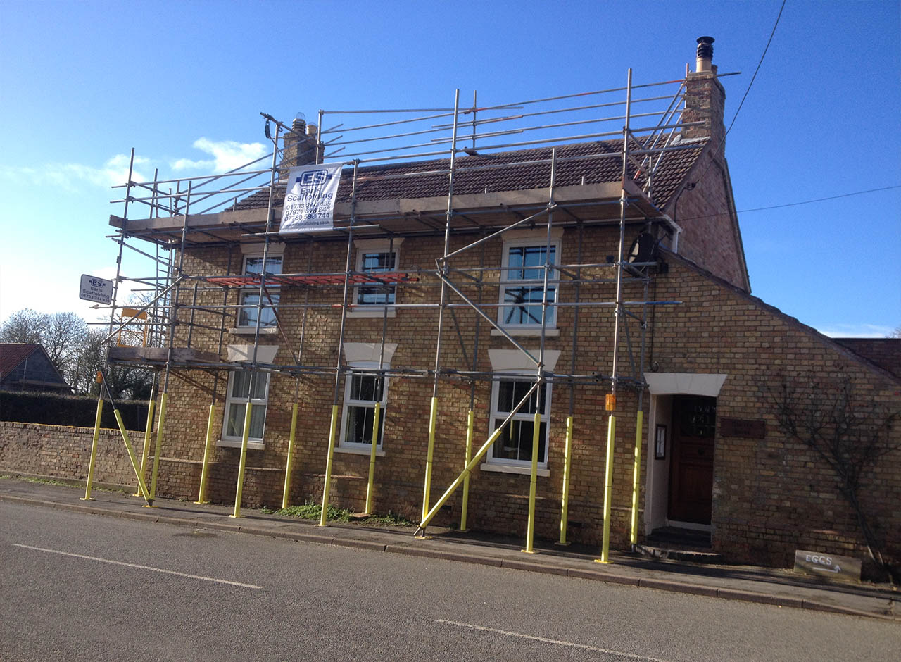 Earls Scaffolding - Independent Scaffolding with Roof Handrail - Homeowner - Domestic Scaffolding