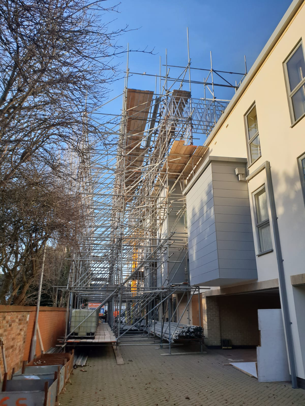 Earls Scaffolding - Access & Temporary Roof Scaffolding - Huntingdon Care Home - Industrial Scaffolding v12